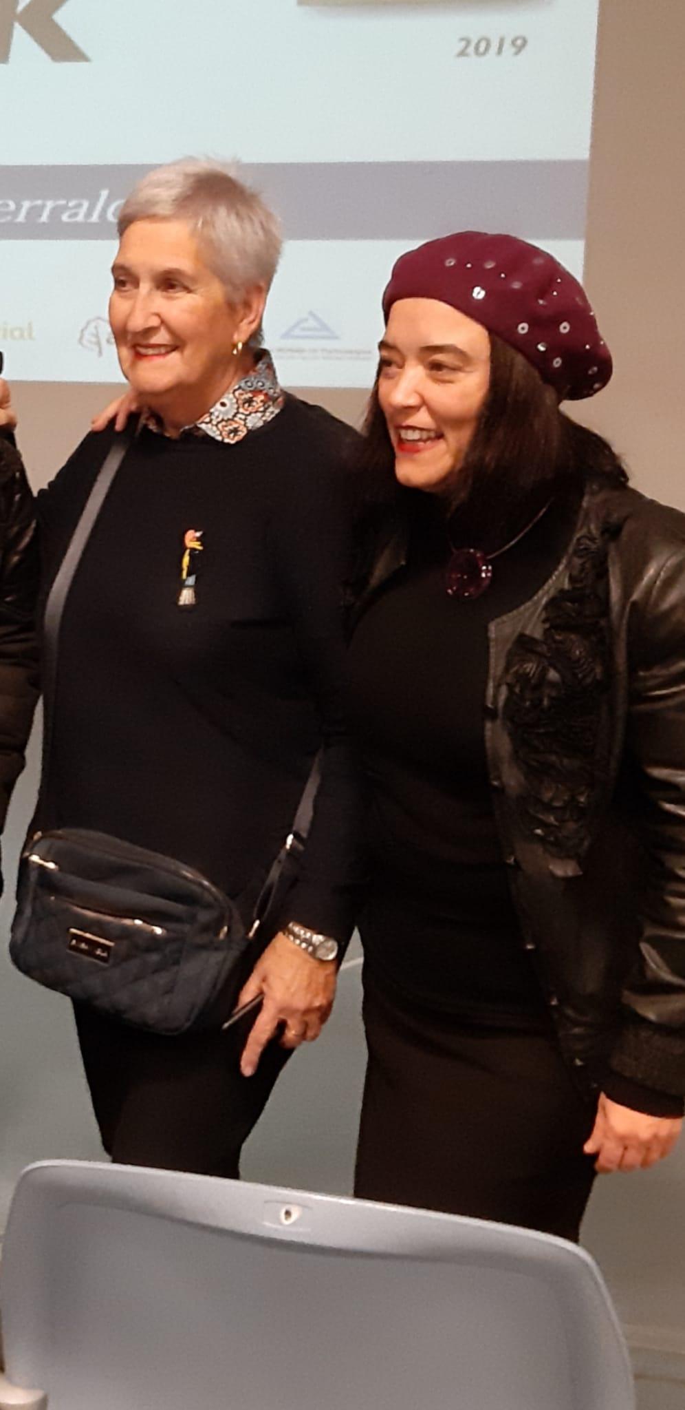 Agustina Fernández e Itxaso Tellaetxe recogen el premio DEIA Hemendik Sariak Ezkerraldea 2019