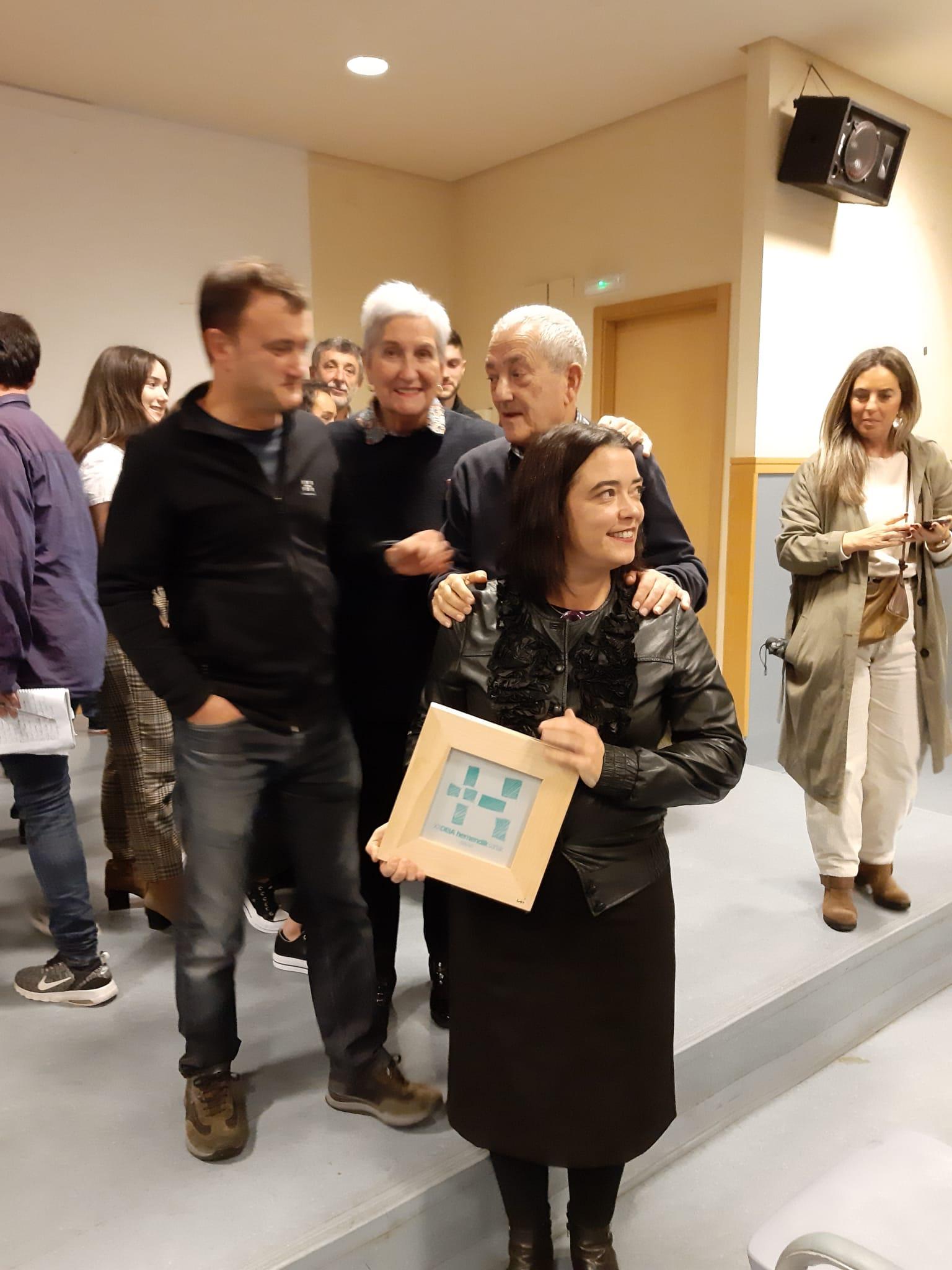 Txema y David Lorente, Agustina Fernández e Itxaso Tellaetxe recogen el premio DEIA Hemendik Sariak Ezkerraldea 2019